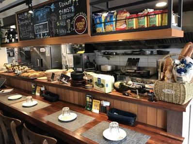 写真1 弘大(ホンデ)で営業している日本人経営のパン屋兼日本式イタリア料理店(株式会社RATTRAPANTE提供)