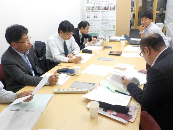 Picture 2: Discussion at the group of engineers for urban transport policy